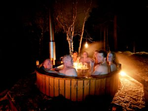 Outdoor_hot_tub
